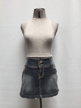 Falda mini de Denim gris oscuro focalizado con rasgados, en bolsillos laterales y botones Talla M foto 1